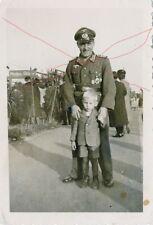 Militaria Germany Soldat Unteroffizier Orden Auszeichnungen mit Kind Jungen Boy