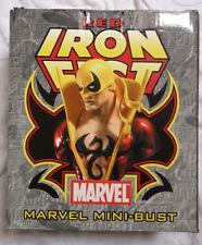 Marvel Comics Bowen defensores Rojo Puño de Hierro Mini estatua/Busto Con Caja en muy buena condición rara