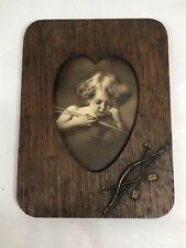 VTG WOODEN HEART FRAME 8X6 BLACK & WHITE PHOTO OF CUPID ASLEEP/1897 Parkinson