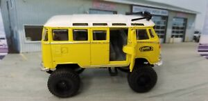 Maisto Volkswagen VW Van Samba Lifted Yellow Bus Van Die-cast 1:40 Door opens