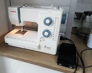 Janome Sewist 525S sewing machine with  accessories~Stunning Condition & Tested