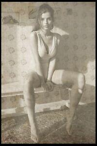Risqe Pinup Girl Sexy Woman vintage Rare Antique Retro in a kitchen Photo 4x6 A