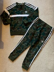 ADIDAS GREEN CAMOUFLAGE JUMPER AND TRACKSUIT BOTTOMS SIZE AGE 6/7 YEARS