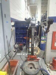 Hunter TC 3700 Tire Mounter