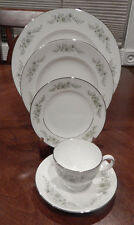 "WEDGWOOD ""WESTBURY"" PATTERN 5 PIECE PLACE SETTING (S) BONE CHINA MADE IN ENGLAND"