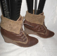 WOMENS SPOT ON BROWN LACE UP SYNTHETIC WEDGE ANKLE BOOTS SZ:6/39(WB1034)