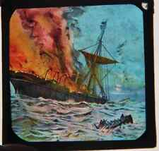 Ancienne plaque verre lanterne magique fin XIX° peinte main navire en feu marins