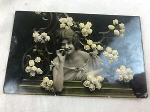 VINTAGE - POSTCARD - B & W - LADY WITH FLOWERS - SEND FROM MILE END - 1918