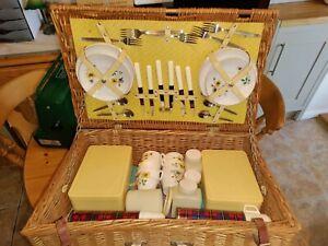vintage brexton picnic hamper- 6 place setting, excellent condition