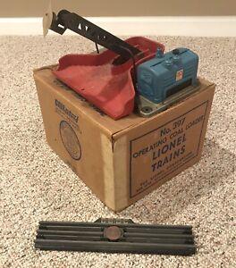 LIONEL POST WAR #397 Operating Coal Loader w/ Original Box