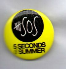 5 SECONDS OF SUMMER AUSTRALIAN POP PUNK BAND PIN BADGE - SHE LOOKS SO PERFECT