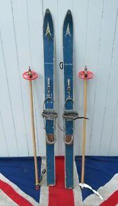 SMALL FUNKY RETRO VINTAGE OLD WOODEN SKIS & POLES SKI LODGE CHALET DESIGN 119cm