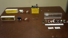 LOT OF TRAIN ACCESSORIES HO Scale Wedding Group Figures Merten Box 963 2 COACHES
