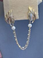 """1950's Vintage Gold Tone Sweater White Pearl Beaded Chain Clip Scarf 7"""" Long"""