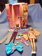 Süße Barbie mit Barbiekoffer mit Barbie, Kind und süßem Zubehör (1)