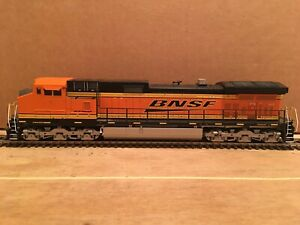 HO Athearn BNSF Dash 9-44CW Diesel Locomotive #4715 Does Not Run (2/2)