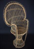 Ancien fauteuil Emanuelle à poupées / Teddy Bear Peacock Rattan Style 42 cm tall