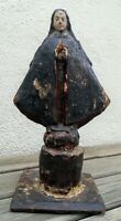 Vierge très ancienne en bois sculpté