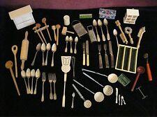 Altes Puppenküchenzubehör, 59 Teile: Besteck,Kellen,Bürsten,Reibe,Hobel etc.