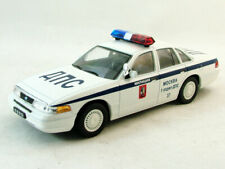 FORD Crown Victoria Moscow Police (model + magazine) 1:43 model