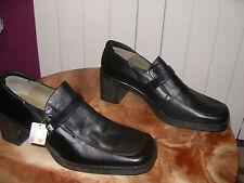nº 41 REBAJAS firma KARENINA preciosos zapatos piel natural negros tacon talla
