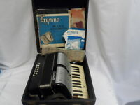 VINTAGE FRANCINI ACCORDION WITH CASE MADE IN ITALY 152/157 (7526-1)