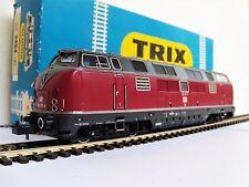 Locomotive diesel BR 221 V200 Trix 2456