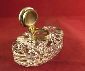 VINTAGE OVAL INKWELL / PEN STAND WITH BRASS LID AND DECORATIVE PATTERN TO BASE