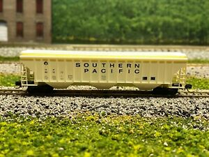N - Southern Pacific 50' 3-Bay Covered Hopper SP 401672 w/ MTL Couplers N2589
