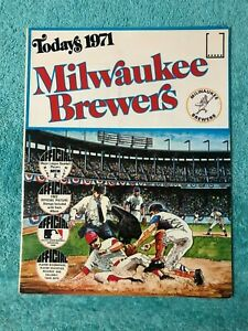 1971 DELL STAMP BOOKLET  MILWAUKEE BREWERS COMPLETE W STAMPS NRMT-MINT