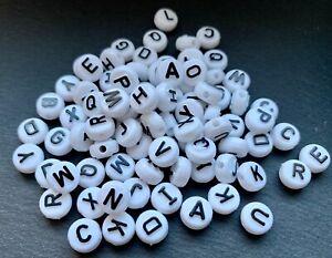 100 Buchstabenperlen Beads Acryl weiss/schwarz rund Mix Buchstaben 9,6mm