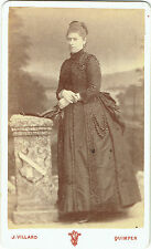 Photo cdv : J.Villard ; Dame de la Bourgeoisie debout en pose , vers 1875