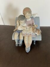 lladro figurine 01006446 Surrounded By Love