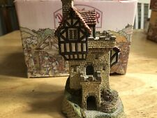 """David Winter """"Knight's Castle� Cottage With Box Mint"""