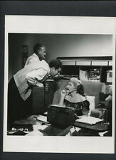 JUDY HOLLIDAY + MARK ROBSON CANDID - ON SET BETWEEN TAKES -1954 PHFFFT - VINTAGE