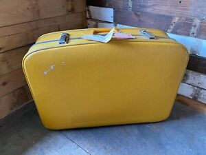VINTAGE FUNKY YELLOW EXPANDABLE MID 20TH C SUITCASE