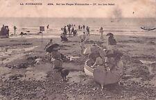 RAREMENT Foto AK 1904@NORMANDIE@sur les plages@gens dans le bateau à marée basse