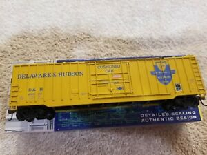 Roundhouse Products 50 ft rib side Plug Door Boxcar Delaware & Hudson