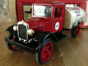 Ertl Humble 1931 Hawkeye Tanker Truck Bank w/key Stock #9073UP 1st in a Series