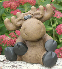 Steinfigur Elch sitzend Steinguss Hellbraun Dekofigur Gartenfigur frostfest