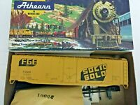 HO scale Athearn Bev-Bel 50' Plug Door Fruit Growers express solid gold