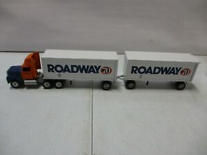 Winross Roadway 70 Years Double Pup Tractor Trailer