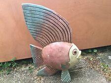 Escultura pintada a grandes peces de madera
