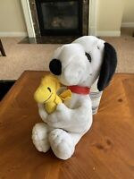 """Snoopy Peanuts Applause Hugging Woodstock Holding Plush 14"""" United Syndicate"""