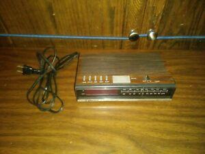 Emerson FM/AM Digital Alarm Clock Radio RED5511B Wood Grain tested working