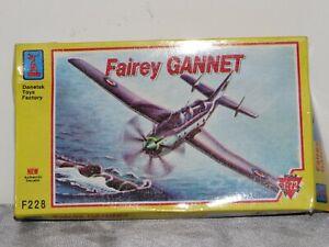 Modellbau Flugzeug Bausatz Model Kit 1:144 scale FAIREY GANNET NEU / OVP