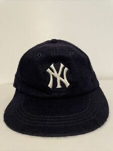 NEW RARE 70s Vintage New York Yankees 50% Wool  50% Rayon Fitted Hat Size Medium