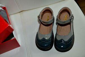 chaussure kickers neuve pointure 22  gris meris brillante plus le porte clef **c