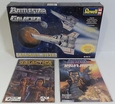 BATTLESTAR GALACTICA : COLONIAL VIPER REVELL MODEL KIT & 2 COMICS