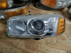 1999-2006 GMC Sierra Yukon XL Denali Driver Left Headlight Head Light Assembly